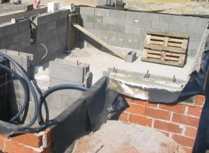 Stavba venkovního bazénu